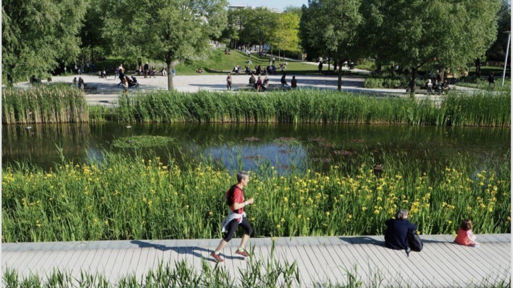Đường chạy bộ dọc sông rộng thoáng xanh mát tại Millennia Long Hậu