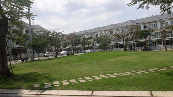 Công viên đồi cỏ nhà phố Merita quận 9