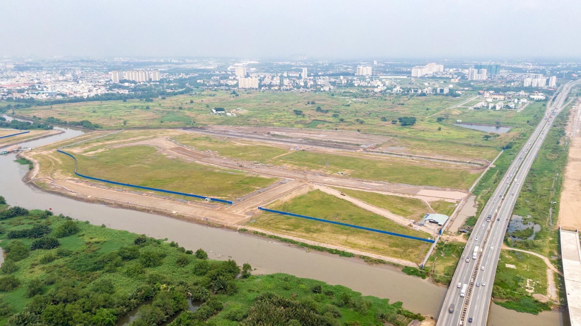 Tiến độ dự án căn hộ chung cư Saigon Sposts City Quận 2 hiện tại đã hoàn thành phần san lấp mặt bằng và đã bàn giao mặt bằng cho CĐT