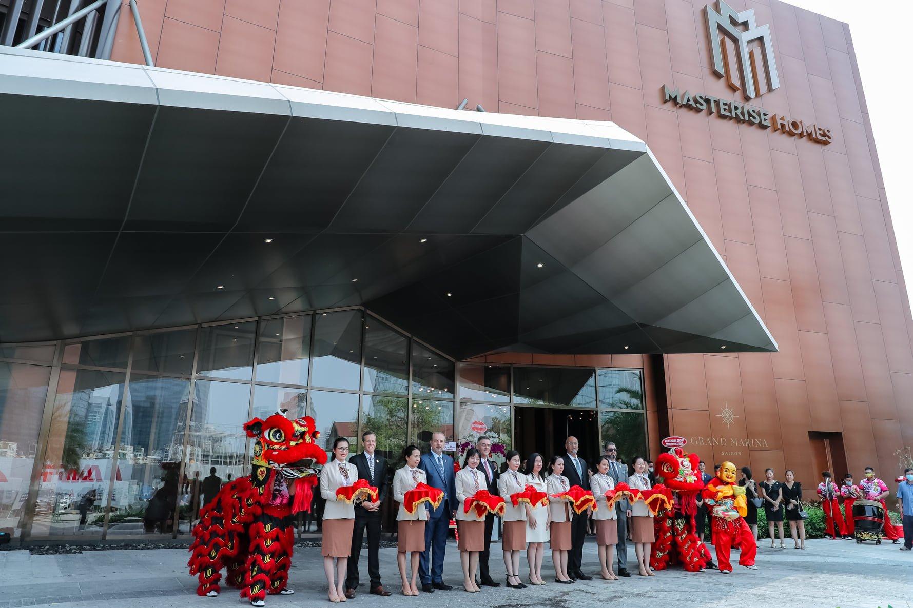Cắt băng khánh thành khai trương nhà mẫu Grand Marina Saigon đón những vị khách đầu tiên tới tham quan
